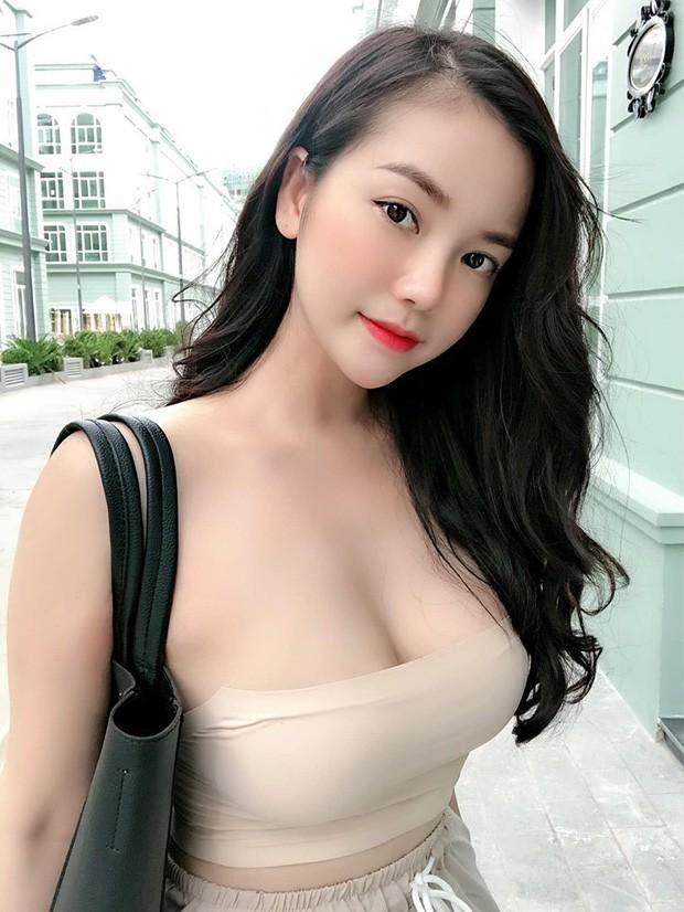 Cô gái làng chơi xinh đẹp